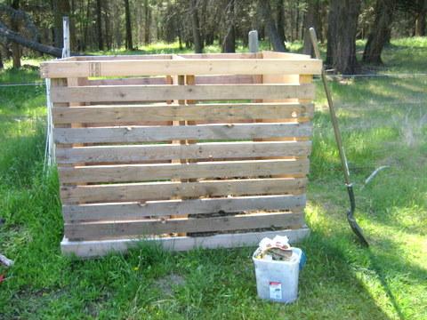 compost bins or compost tumbler