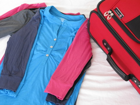 Pack A Carryon Suitcase For A Day Trip Squawkfox - Simple trick changes everything knew packing t shirts just brilliant